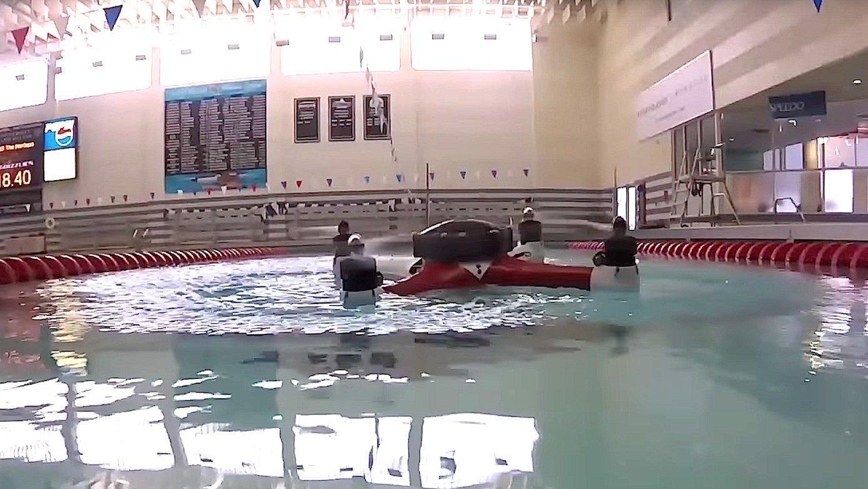 Loon Copter im Schwimm-Modus: Dank eines mit Luft gefüllten Schwimmkörpers kann die Drohne auf der Wasseroberfläche fahren.