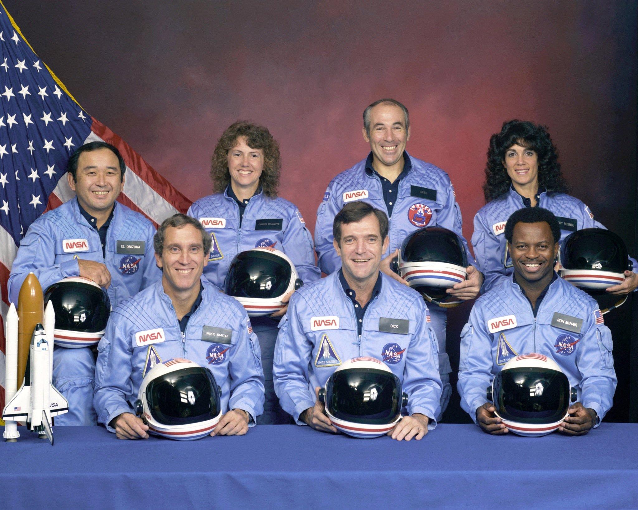 Die Crew der Challenger: Michael J. Smith, Francis Scobee und Ronald McNair (vordere Reihe von links) sowie Ellison Onizuka, Christa McAuliffe, Gregory Jarvis und Judith Resnik (hintere Reihe von links)