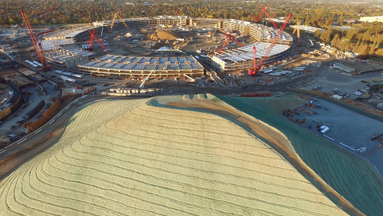 Die neue Apple-Zentrale ist mit 260.000 m2 noch größer als der Louvre in Paris.