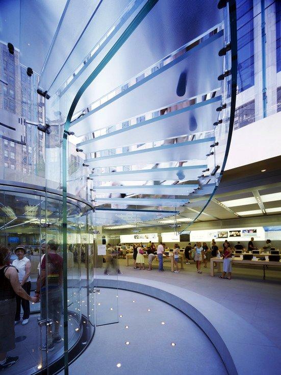 Runde Glasfläschen im Apple Store in New York an der Fifth Avenue: Der deutsche Glasbauer Seele liefert diese Spezialgläser auch für die neuen Konzernzentrale in Cupertino.