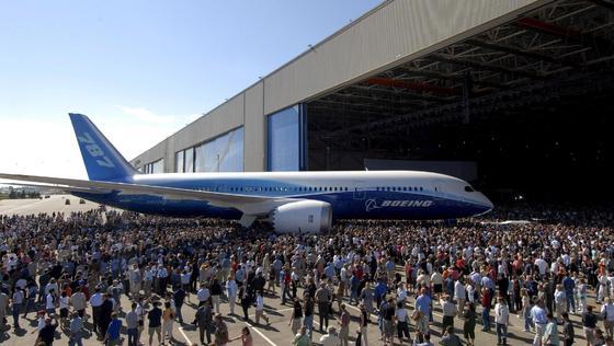 Am 8. Juli 2007 feierte Boeings Dreamliner Weltpremiere. Jetzt sollen einige der Passagierflugzeuge mit einem Raketenabwehr-System ausgestattet werden.