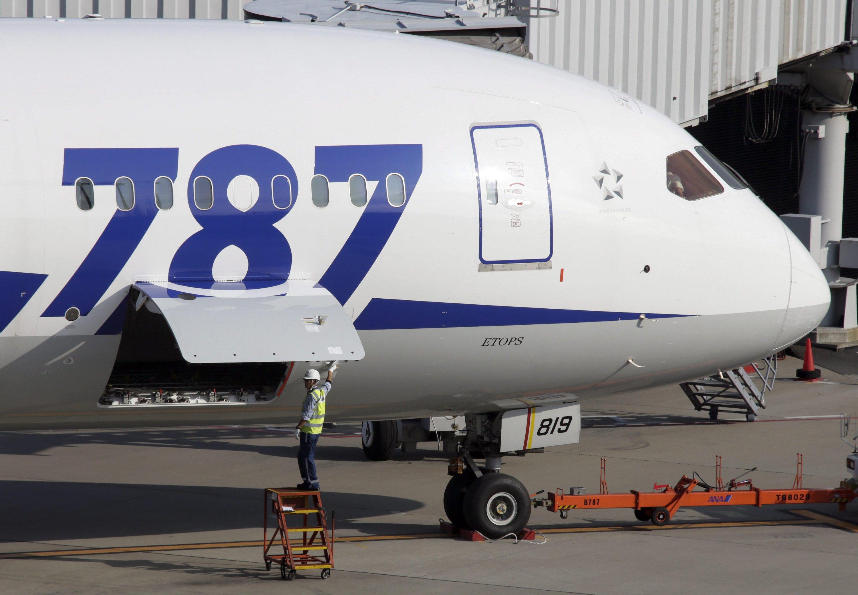 Die Boeing 787, auch Dreamliner, ist ein zweistrahliges Langstrecken-Verkehrsflugzeug des US-amerikanischen Flugzeugherstellers Boeing für 200 bis 300 Passagiere.