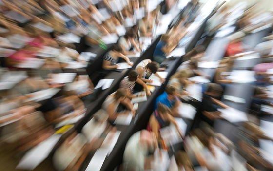 Studenten im Hörsaal: Ingenieurwissenschaften sind immer noch eine Männerdomäne. 121.675 Studentinnen stehen 423.733 Studenten gegenüber.