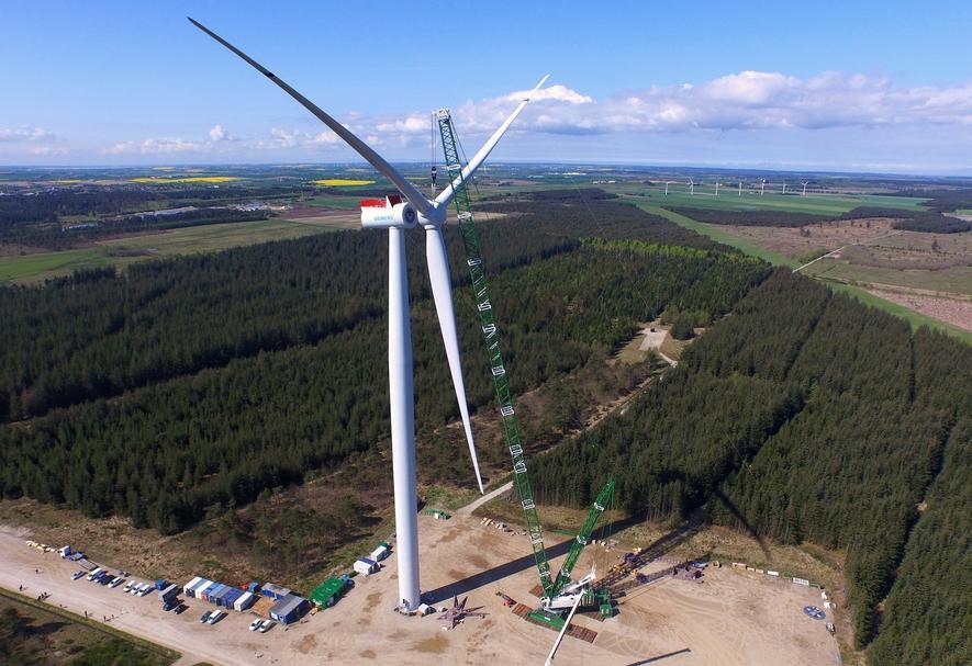 Probebetrieb derSWT-7.0-154 im dänischen Østerild: Die Windkraftanlage von Siemens ist 190 m hoch und hat einen Durchmesser von 154 m. Sie soll auf dem Meer einen Lebensdauer von über 25 Jahren haben.