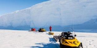 Gecrushtes Eis gibt es auch unter dem Meereis der Antarktis