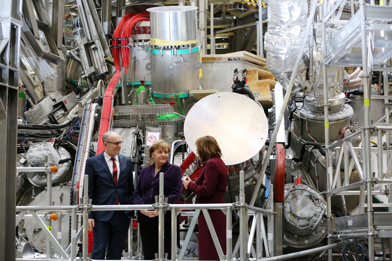 Bundeskanzlerin Angela Merkel am 3. Februar 2016 in der Kernfusions-Forschungsanlage