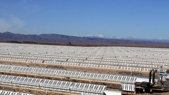 Das Sonnenkraftwerk Noor 1 in der Sahara im Süden Marokkos ist seit Donnerstag am Netz. 570.000 Parabolspiegel bündeln das Sonnenlicht. Die Spiegel kommen aus Deutschland, der erste Block des Kraftwerkes hat eine Leistung von 160 MW.