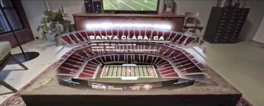 Mit der HoloLens lässt sich das Stadion im Microsoft-Video auf den Teppich holen.
