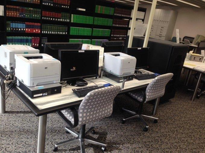 Nur von diesen vier Computer aus kann die Datenbank mit den Dokumenten der CIA, die älter als 25 Jahre sind, aufgerufen werden.