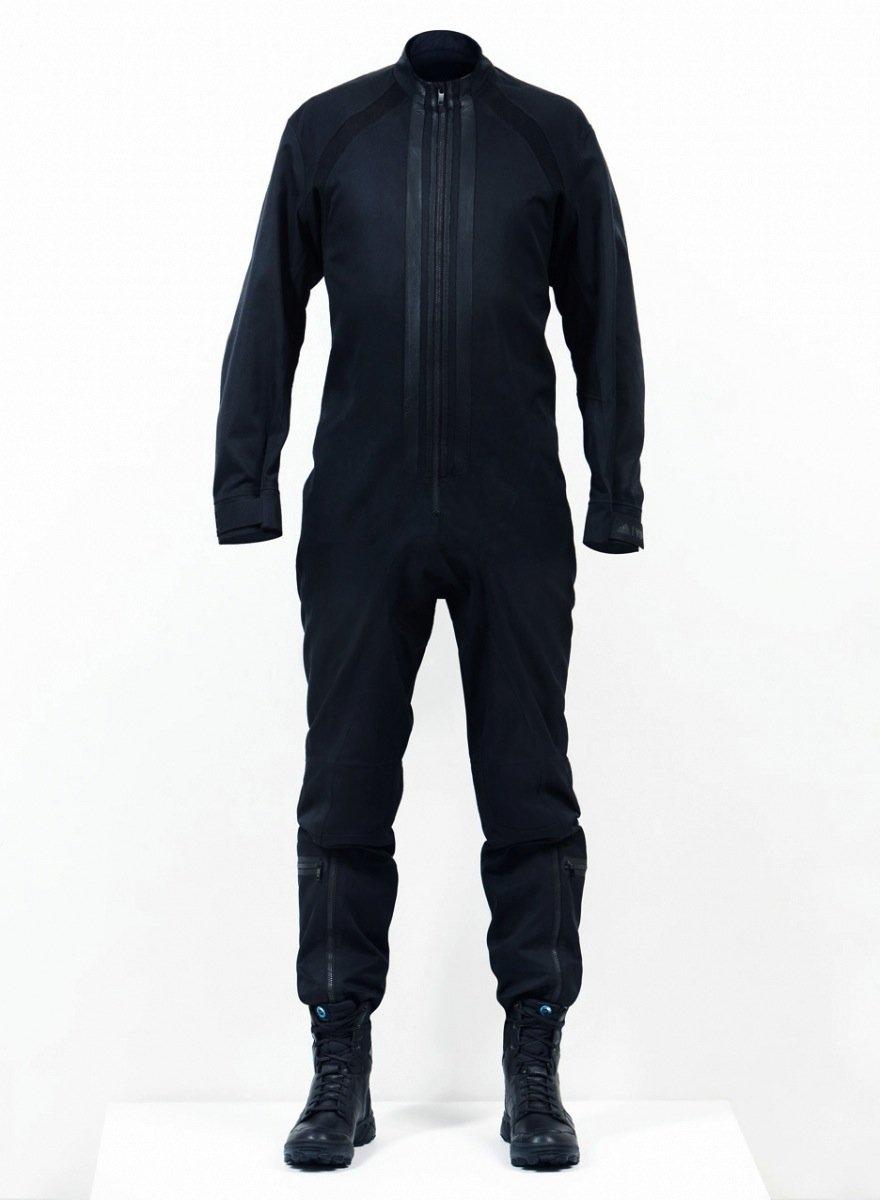 Während die Nasa-Astronauten Weiß tragen, werden die Kollegen des privaten Raumfahrtunternehmens Virgin Galactic in Schwarz gekleidet.