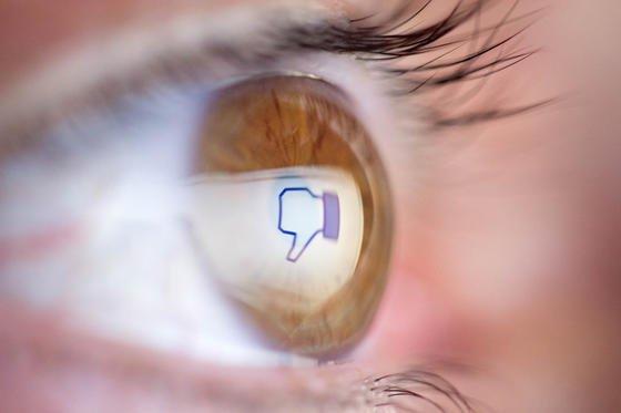 """""""Gefällt mir nicht"""": Die offizielle Facebook-App raubt dem Smartphone zu viel Strom."""