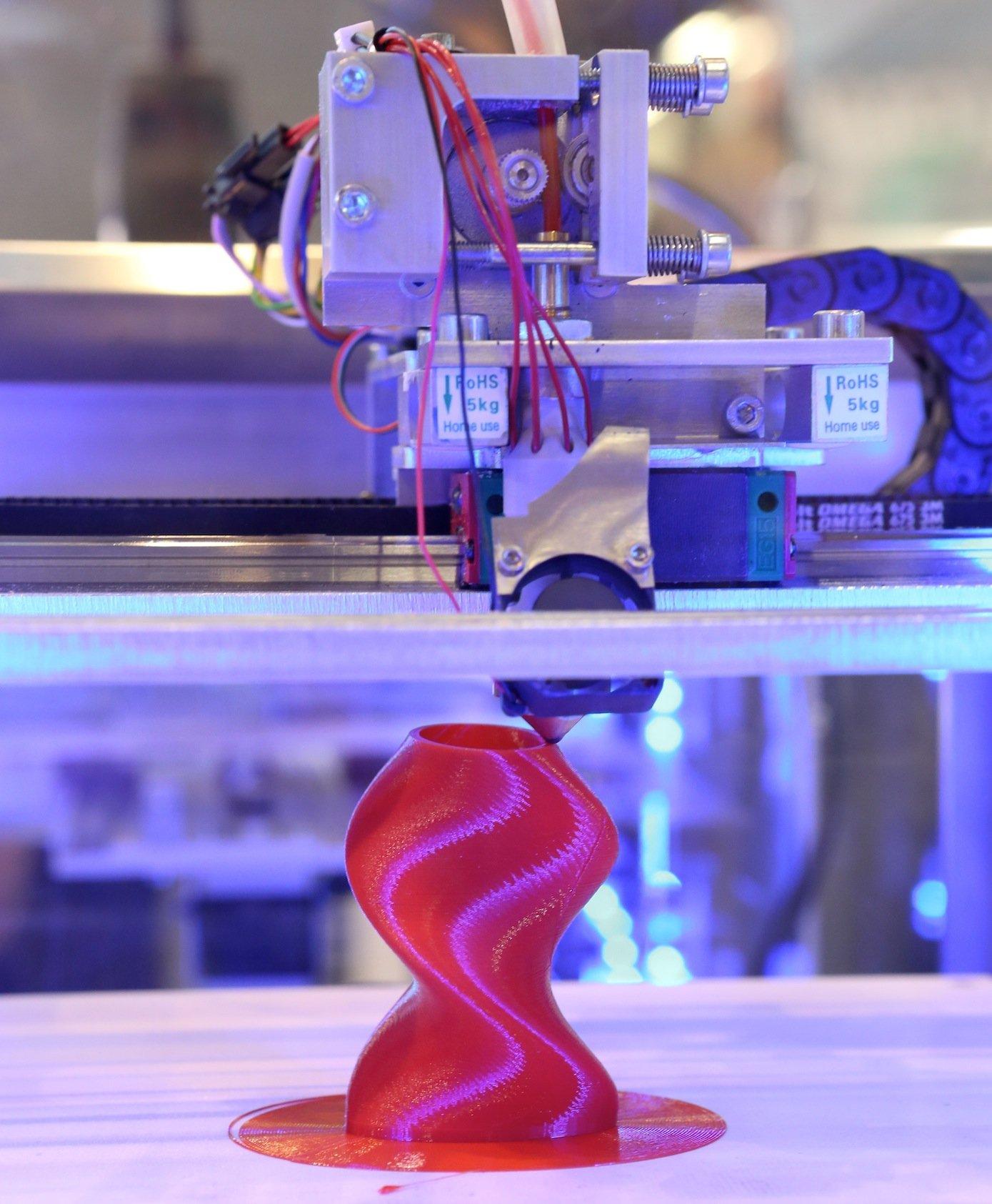 3D-Drucker auf der Embedded World: Die Messe beschäftigt sich unter anderem auch damit, wie vernetzte Produktion besser geschützt werden kann. Dazu wird auch der SicherheitsexperteEugene Kaspersky sprechen.