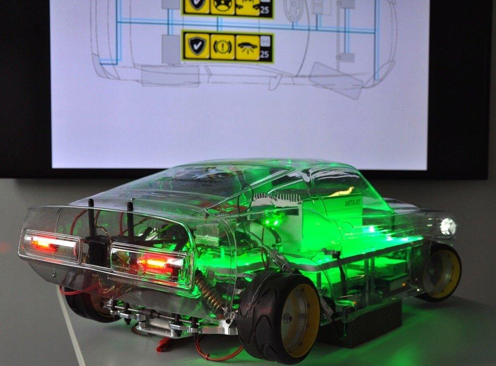 Dieses Modellauto mit autonomer Steuerungseinheit demonstriert dasFraunhofer-Institut für Eingebettete Systeme und Kommunikationstechnik ESK auf der Messe Embedded World. Die Forscher arbeiten an Autopiloten, die auch noch weiterarbeiten, wenn Teilsysteme ausfallen.