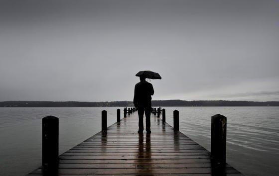 Wochenlange Dunkelheit, Kälte und Nässe können eine Depression -  oder neudeutsch: Burnout -  begünstigen. Doch Sie können sich schützen. Und sollten frühzeitig etwas für Ihr Wohlbefinden tun.