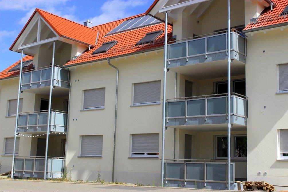 Wohnhaus mit Lüftungsanlage: Die Außenluft wird mit Hilfe der Sonnenenergie aufgewärmt und zur Belüftung der Innenräume benutzt.