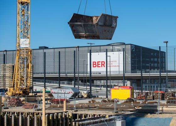 Bauarbeiten auf dem Flughafen Berlin Brandenburg BER im März 2015: Das Chaos auf dem Flughafen war in der Vergangenheit noch größer als bislang gedacht.