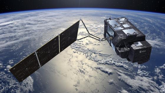 Der mit fünf Instrumenten ausgestattete Erdbeobachtungssatellit Sentinel-3A wird künftigkontinuierlich die Höhe des Meeresspiegels, die Temperatur der Land- und Meeresoberflächen sowie die unterschiedlichen Chlorophyll- und Schwebstoffgehalte der Meere erfassen. Die Messergebnisse dienen sowohl maritimen Vorhersagediensten als auch der Überwachung der Umwelt und der Gewinnung von Klimadaten.