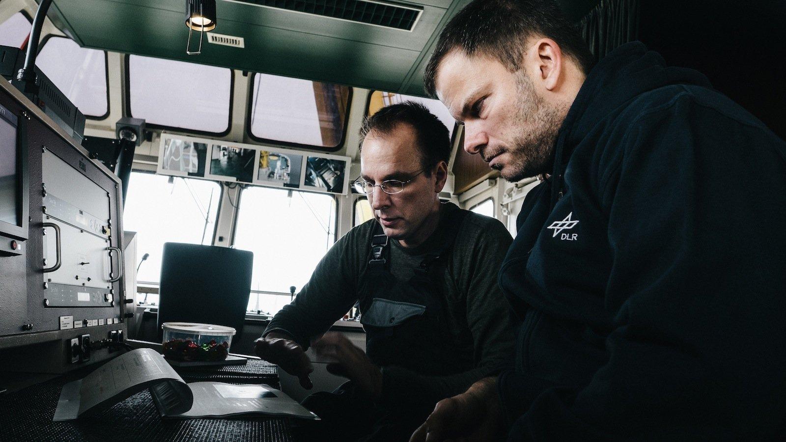 Für eine Messkampagne mit zwei Schiffen in der Nordsee hatten die Wisssenschaftler des DLR verschiedene Szenarien entworfen, die zwei Schiffen bei hohem Wellengang vor Helgoland abfahren sollten. Dabei wurde der Übertragungskanal im Breitbandbereich untersucht.