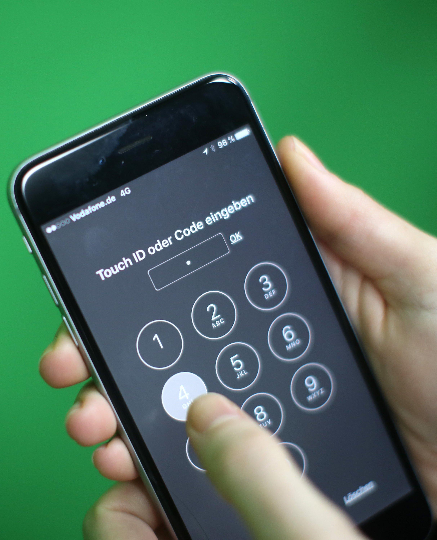 EinUS-Gericht hat Apple um Unterstützung beimEntsperren eines iPhones derAttentäter vonSan Bernardino aufgefordert.