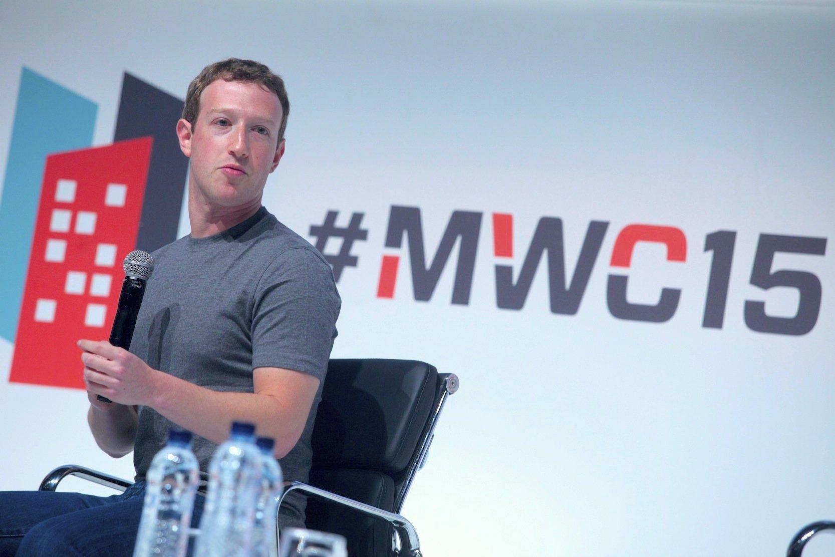 Mark Zuckerberg, hier ein Bild aus dem vergangenen Jahr, kommt zum dritten Mal nach Barcelona und will für sein Internet-Projekt in Entwicklungs- und Schwellenländern werben.