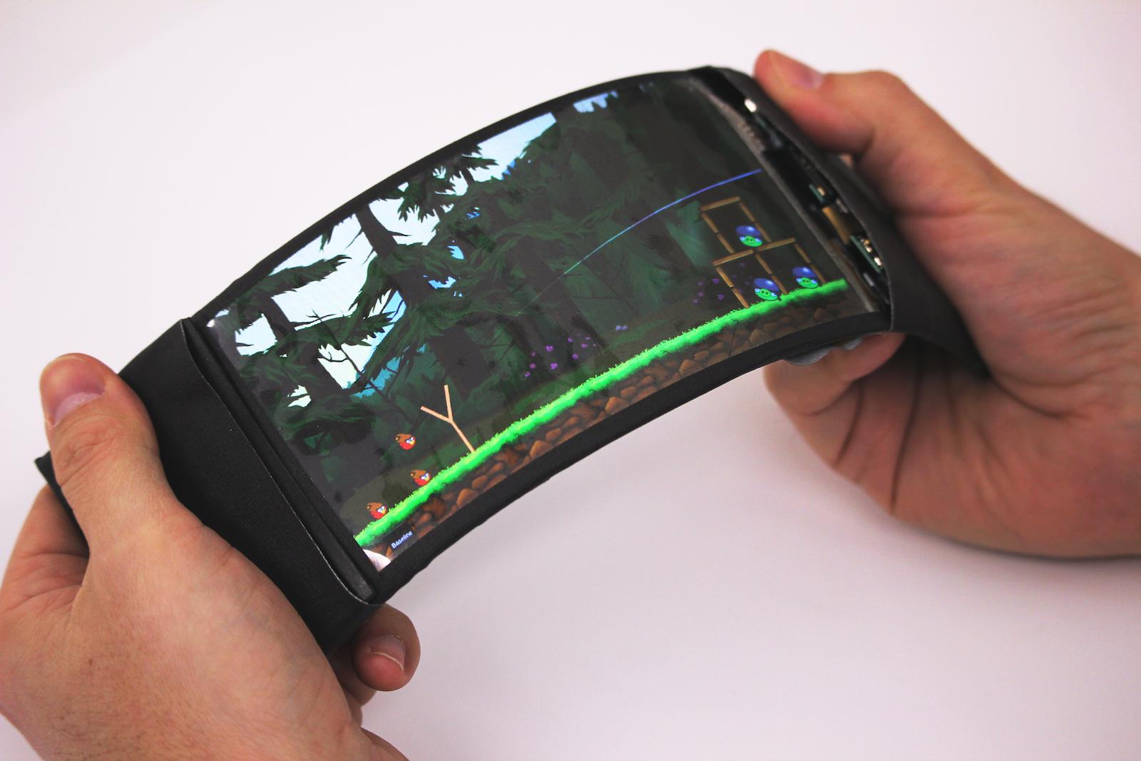 """Steinschleuder spannen durch Biegen: Das Computerspiel """"Angry Birds"""" lässt sich mit ReFlex steuern."""