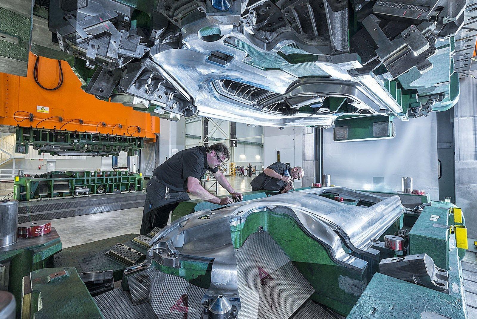 Die Metav hat alle Metall bearbeitenden Anwenderbranchen im Fokus, insbesondere die Automobilbranche.