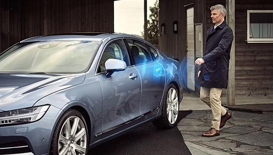 Als erster Autohersteller bietet Volvo das Öffnen der Türen und das Starten des Motors ohne Schlüssel an.