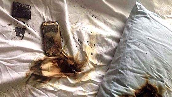 Es ist unbekannt, wie häufig es vorkommt, dass Handy-Akkus wegen des Hitzestaus unter einem Kissen explodieren. Aber der New Yorker Polizei ist es so wichtig, dass sie jetzt auf Twitter vor der Gefahr warnt.