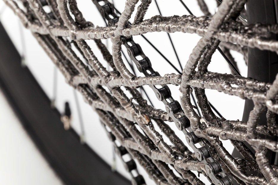 Detail des Arc Bicycle: Das Fahrrad ist so stabil, dass es auch das Kopfsteinpflaster in Delft gut bewältigt hat.