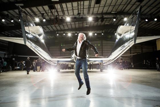 Visionär Richard Branson bei der Vorstellung der neuen Raumfähre: Der Chef von Virgin Galactic träumt seit Jahren vom Weltraumtourismus.
