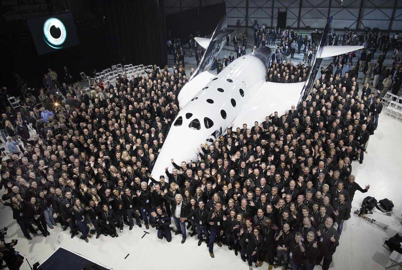 Das Team von Virgin Galactic feiert die Präsentation der VSS Unity. Die Raumfähre soll Menschen in den Weltraum bringen. Ticketpreis: 250.000 $.