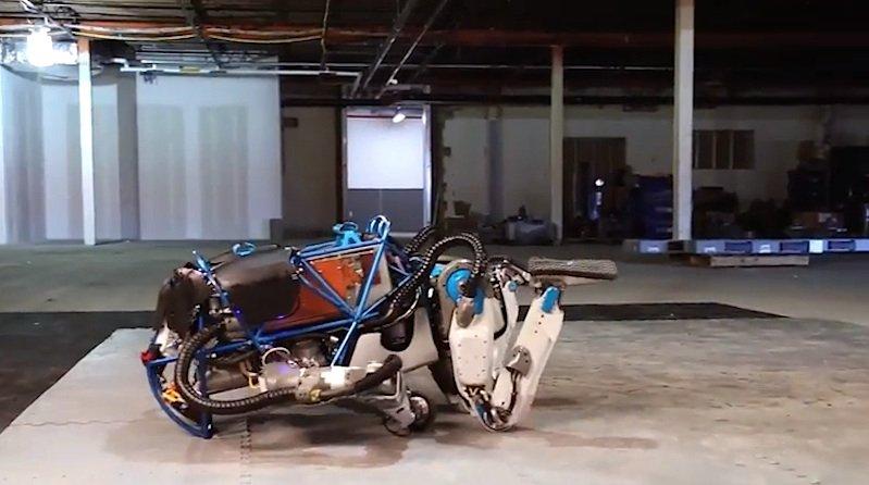 Umgeschubst: Roboter Atlas ist in eine missliche Lage geraten.