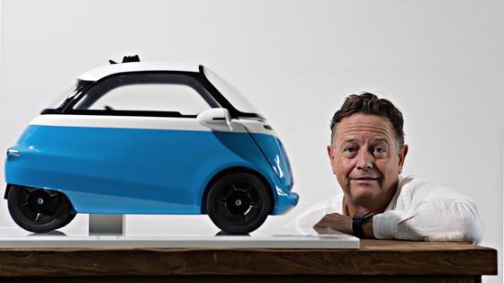 Nicht nur für Retrofans:Der Zürcher Erfinder Wim Outboter präsentiert auf dem Genfer Autosalon das Elektroauto Microlino, das der legendären BMW Isetta aus den 50er-Jahen ausgesprochen ähnlich sieht.