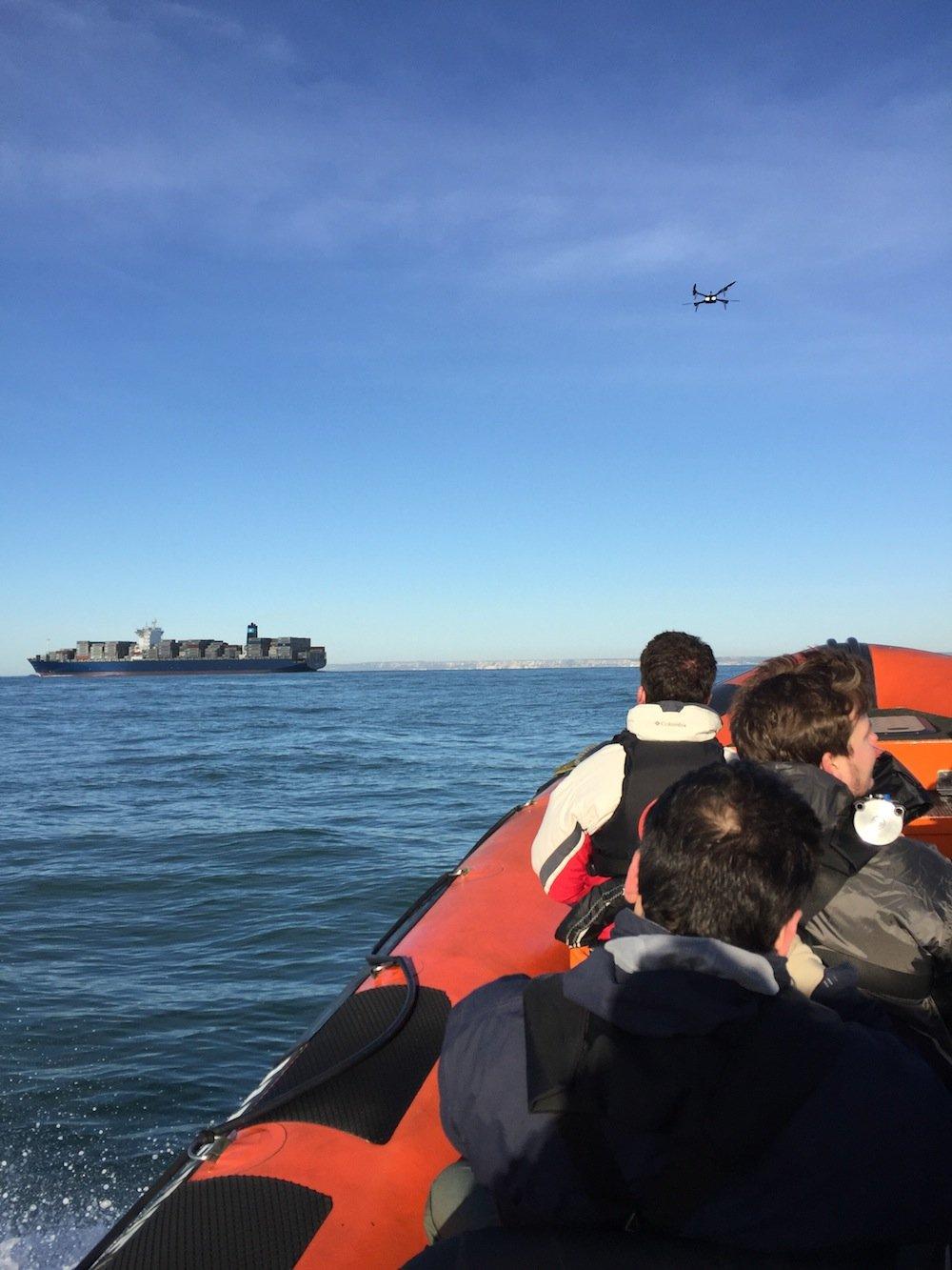 Nachdem die Drohne vom Kurs abgekommen war, übernahm Ocuair-Chef Richard Gill (35) vom Schlauchboot aus selbst die Steuerung der Enduro 1 und brachte sie sicher ans französische Ufer.