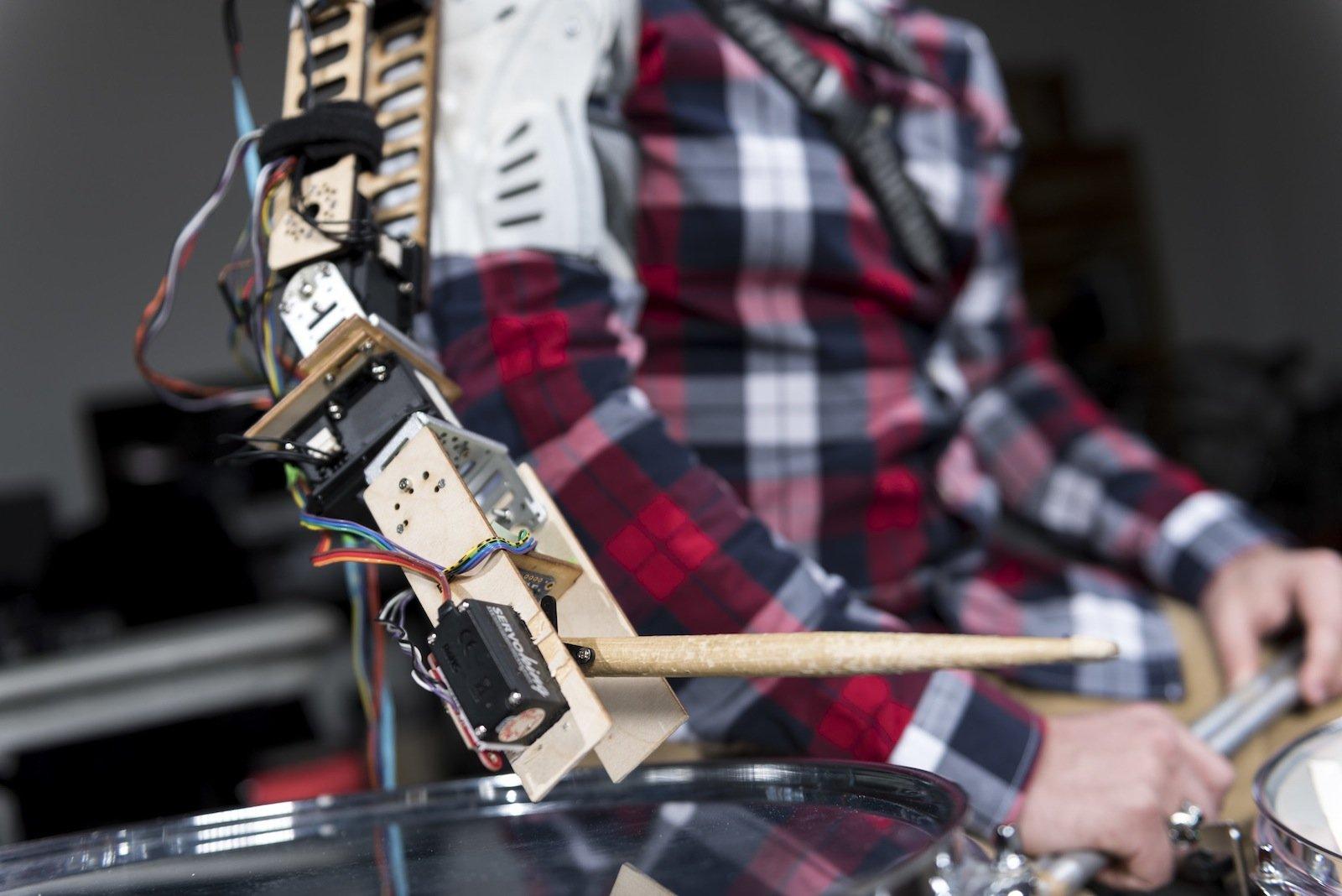 Ganz natürliche Bewegungen wie ein Mensch soll der Roboterarm ausführen.