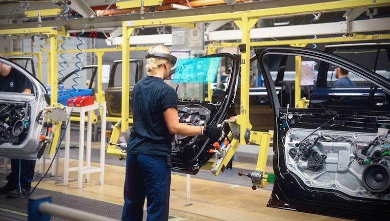 Die HoloLens von Microsoft ist nicht nur zum Spielen gedacht. Der schwedische Autobauer Volvo testet die Datenbrille bereits in der Produktion.