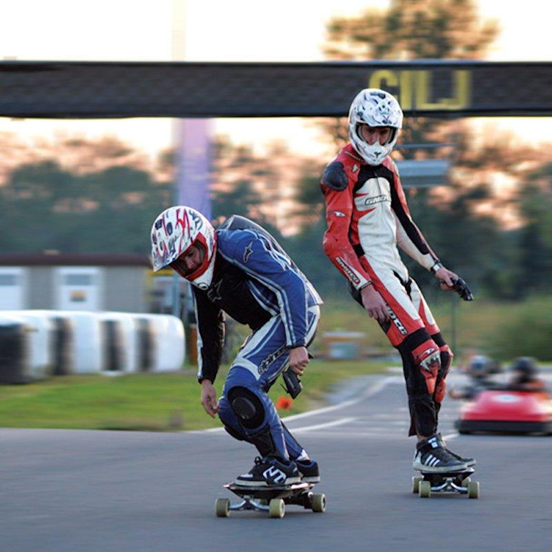 Mehr Extremsportgerät als Fortbewegungsmittel: dasLongboard C1N von Revoll.