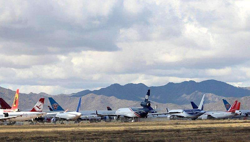 Verschiedene ausgemusterte Jets auf dem Phoenix Airliner Boneyard in Arizona.