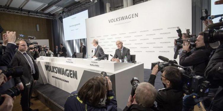 Der heutige VW-Chef Matthias Müller und AufsichtsratschefHans Dieter Pötsch waren daran beteiligt, die Abgasmanipulationen nicht an die Öffentlichkeit dringen zu lassen.