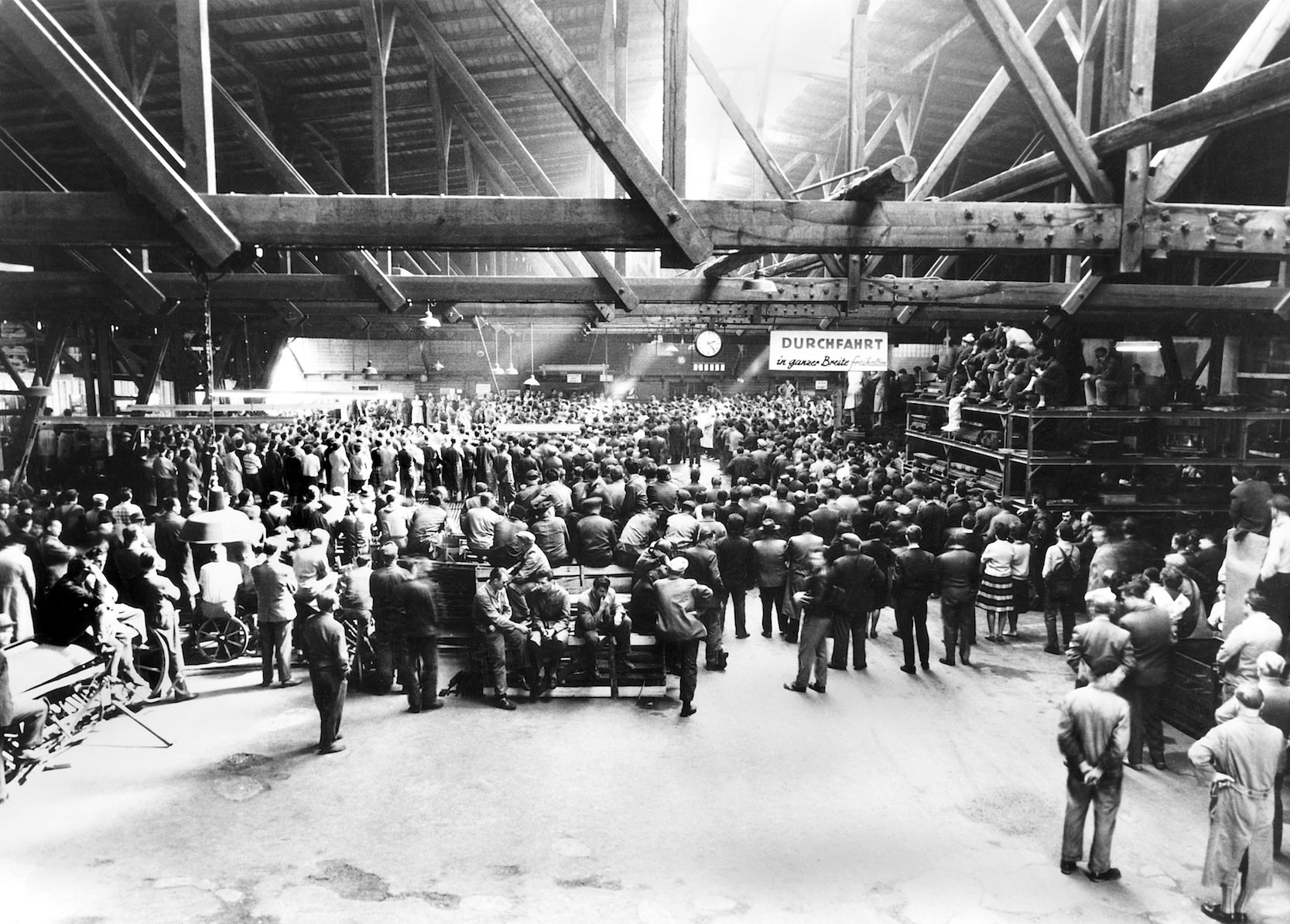 Übernahme des Werks Dingolfing des Landmaschinen- und Autoherstellers Glas im Jahr 1967: Glas baute unter anderem das Goggomobil.