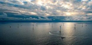 Roboter tauchen im Meer, um Schweißnähte von Windrädern zu prüfen