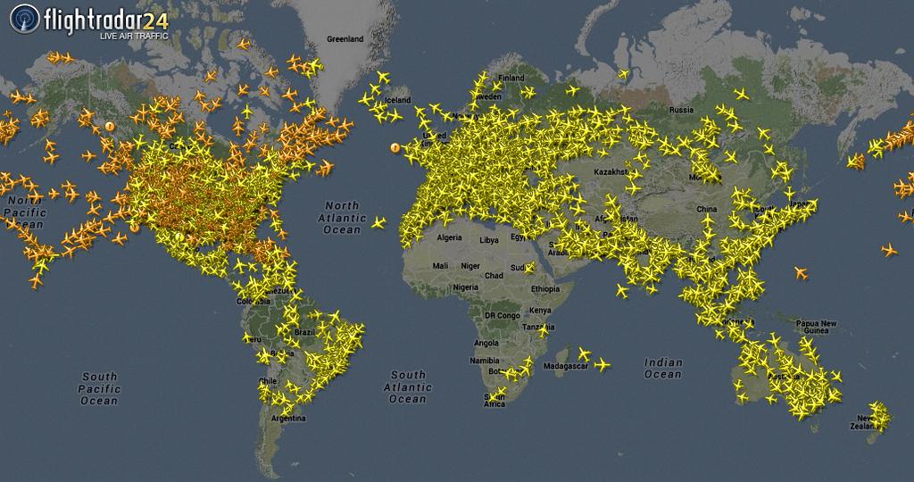 Die Stockholmer Firma Flightradar 24 verkauft ihre Daten an Flughäfen und Fluglinien. Gesammelt werden die Flugbewegungen von Nutzern, die einen so genannten ADS-B-Empfänger auf ihrem Dach haben und die Daten übers Internet weitergeben.