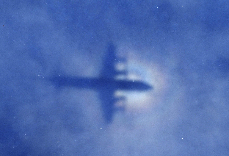 Der Schatten eines Fliegers der neuseeländischer Luftwaffe: Seine Mission war am 31. März 2014 die Suche nach MH370.