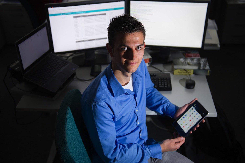 Oliver Schranz bei der Arbeit: Der Informatiker hat eine App entwickelt, die Datenspione enttarnt.