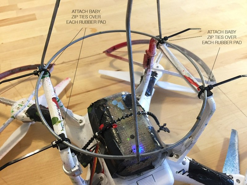 Drohne Marke Eigenbau: Wer Graffitis mit einem ferngesteuerten unbemannten Luftfahrzeug an die Wand bringen möchte, muss sich sein Werkzeug selber bauen. Auf der Webseiteicarusone.com/yours/gibt es die Anleitung.
