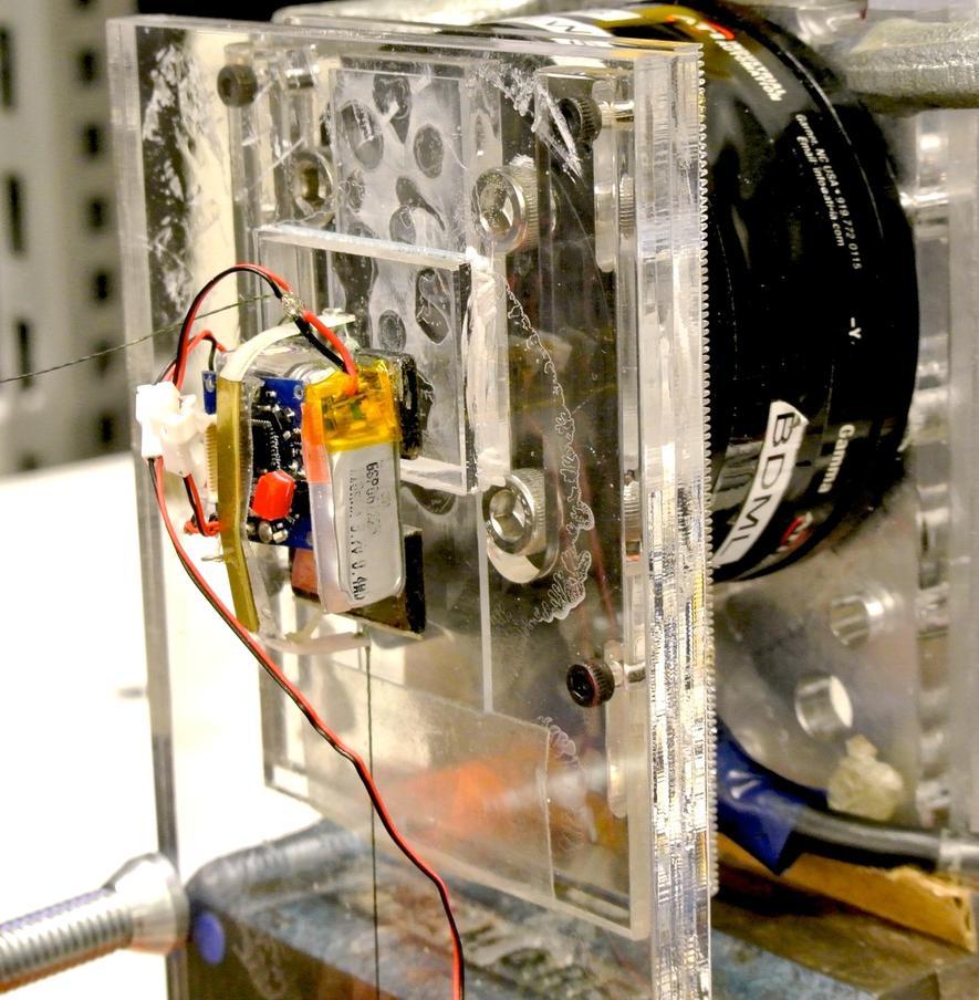 17 Gramm leichte Mikroroboter ziehen 1,8 Tonnen schweres Auto