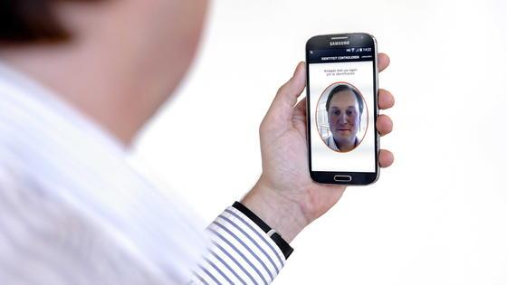 Das Selfie wird geschäftstüchtig: Amazon und Google bereiten die Einführung einer Gesichtserkennungssoftware vor. Mastercard führt die neue Identifikationstechnik schon im Sommer ein.