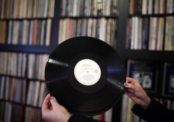 Ein Laser soll Schallplatten zu besserer Tonqualität und längerer Spielzeit verhelfen. Der Hersteller glaubt an einen Marktanteil von bis zu 70 %.