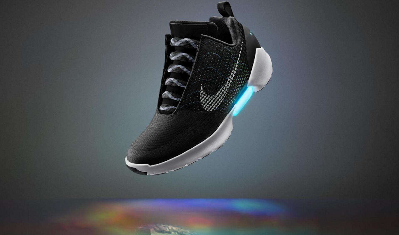 Dieser Schuh schnürt sich selbst: der Hyper Adapt 1.0. Er soll zum Weihnachtsgeschäft 2016 auf den Markt kommen. Preis unbekannt.