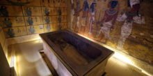 Liegt Nofretete hinter Tutanchamuns Grabkammer?